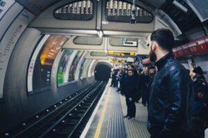 """イギリスの地下鉄""""tube"""""""